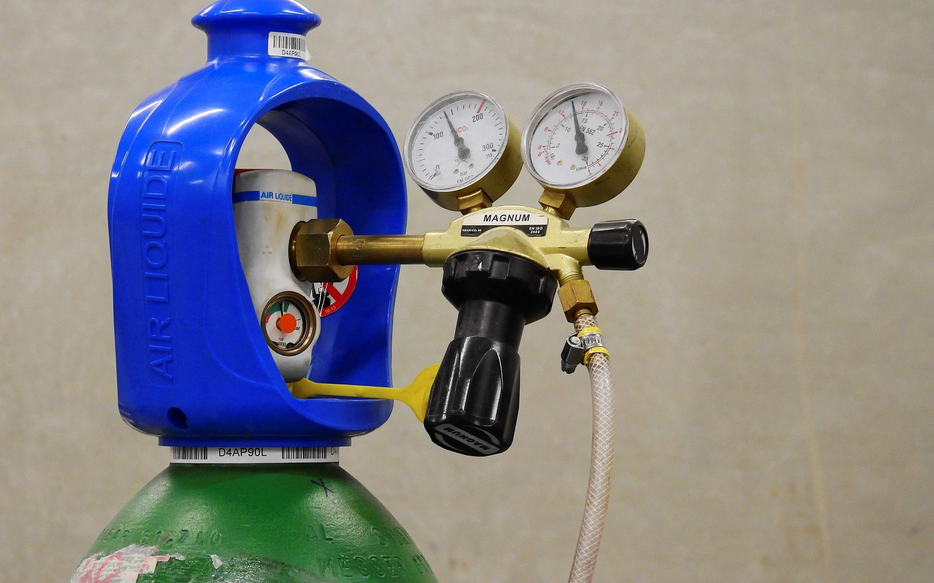 How to change a gas bottle yourself