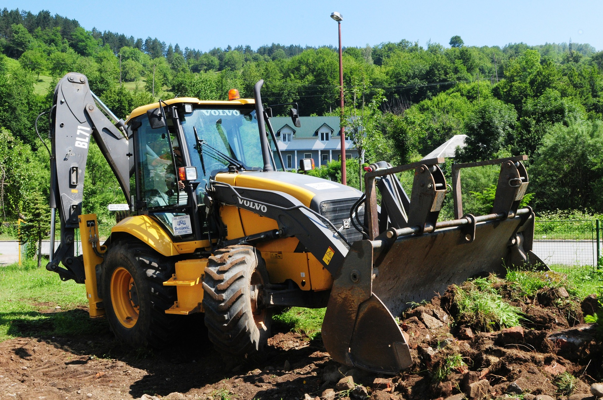 Digger benefits of plant hire