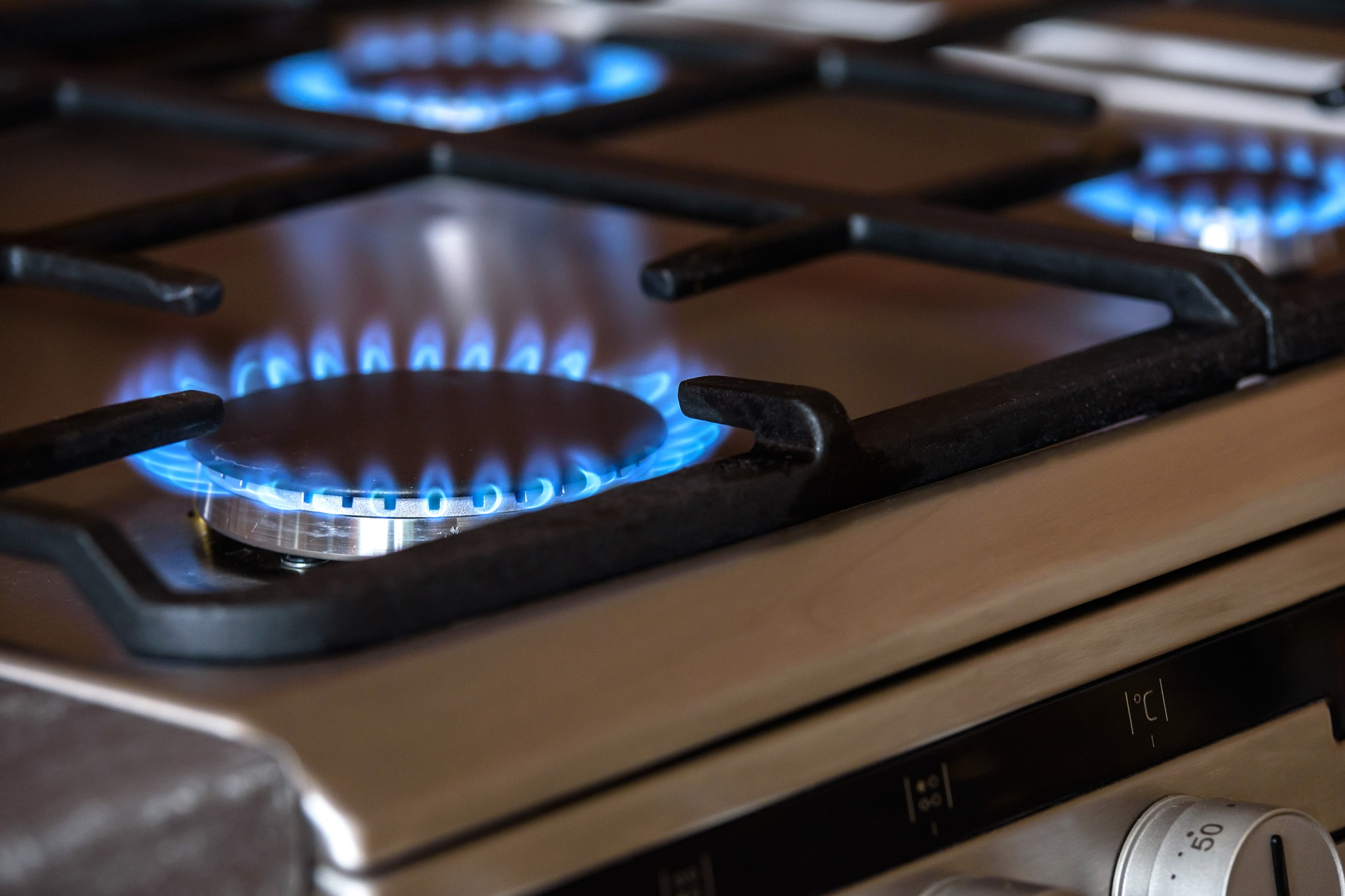 Replace gas bottles for a working gas hob
