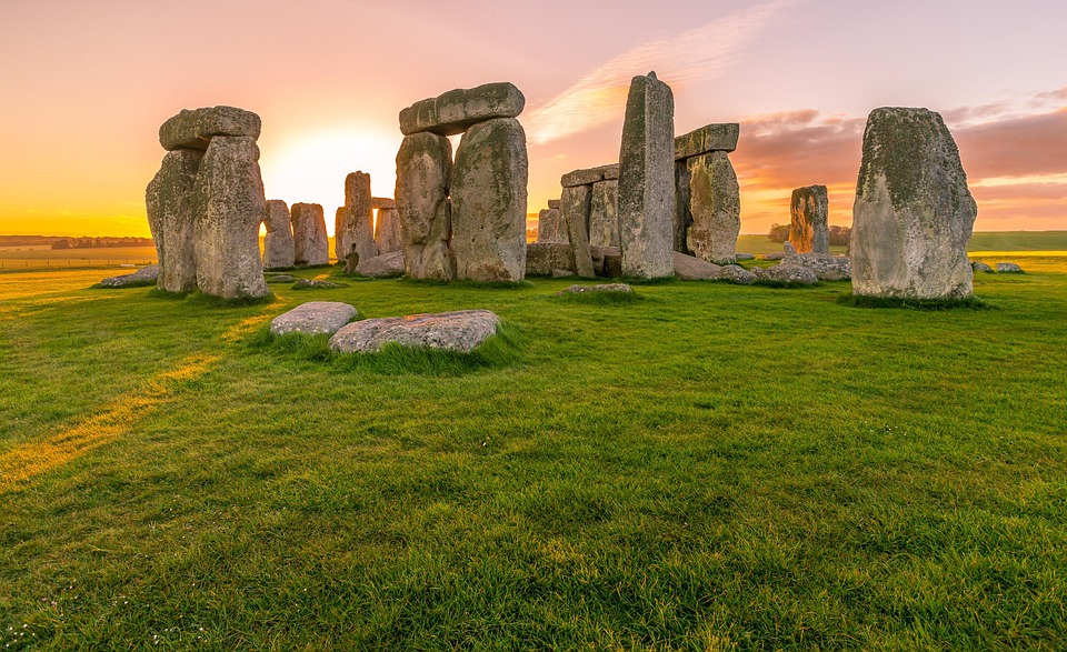 Stonehenge building plans being discussed