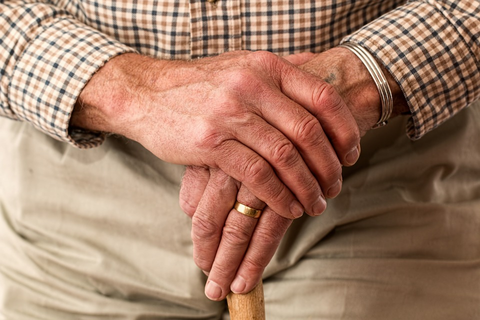 Elderly man rescued by brave builders